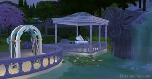 Свадебная арка и белый рояль у водопада