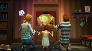 Вся семья смотрит представление