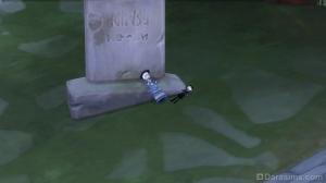 Детские куколки, оставленные на могиле