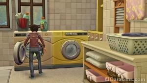 Ребёнок стирает одежду