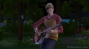 Сим поет песни под гитару