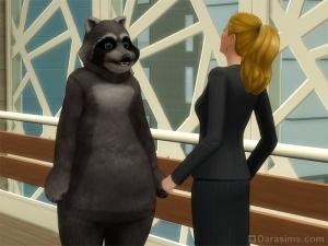Симка убедила другого надеть костюм енота