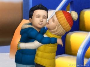 Два малыша обнимаются в Симс 4