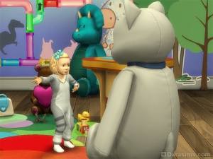 Малыш общается с большой игрушкой в Симс 4