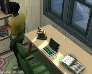 новые ноутбук, стол и кресло