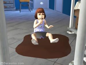 Малыш играет в луже шоколада