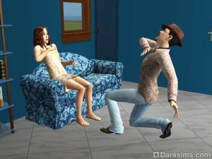 Сим поет серенаду сидящей на диване симке