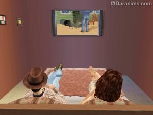 Симы смотрят телевизор лежа на кровати