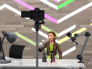 Ребенок записывает видео на камеру
