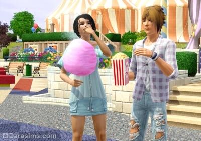 Симы едят сахарную вату и попкорн