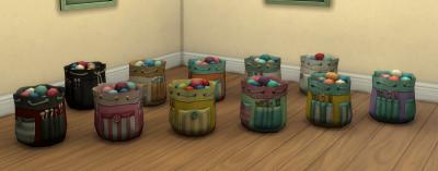 Мешки с нитками разных расцветок